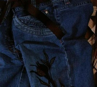 Bordando pantalones de Jean