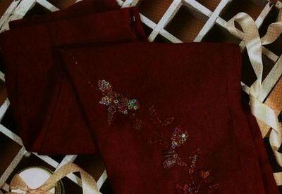 Pantalón bordado