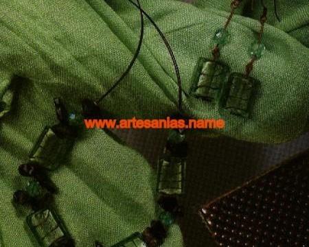 Collar y pendientes en tonos verdes