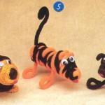 Tigre y Perro en telar de cuatro clavos